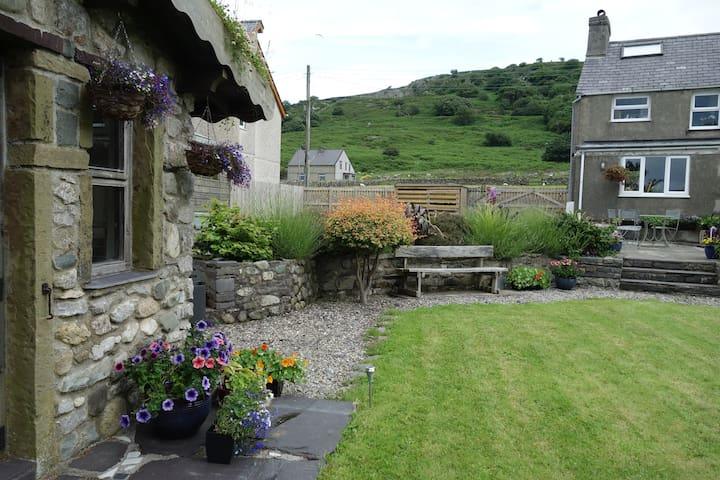 Snowdonia cottage, on the edge of the Carneddau - Bethesda - Casa
