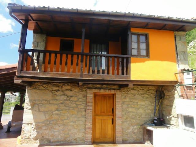 Casa campestre en la montaña....... - Langreo - Huis