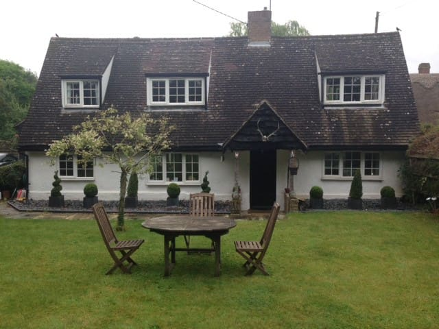 Double Room in  Country Cottage - Chrishall Nr Royston Herts - Rumah