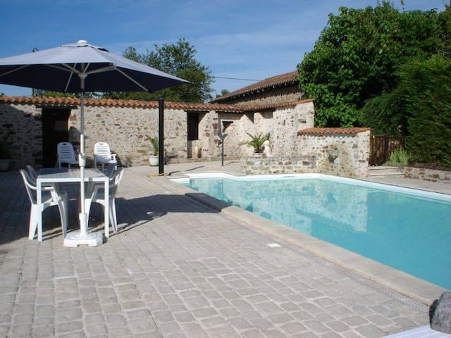 Character Cottage rural France with pool and gym - Le Lindois
