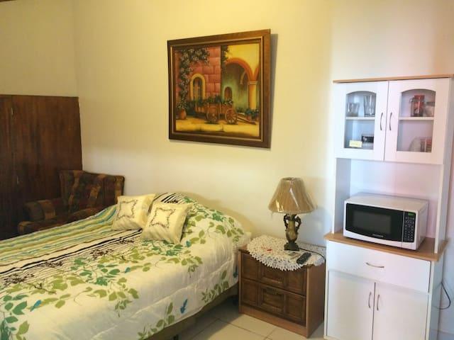 Cozy, Safe  Studio in Santa Elena - Antiguo Cuscatlán - Appartement