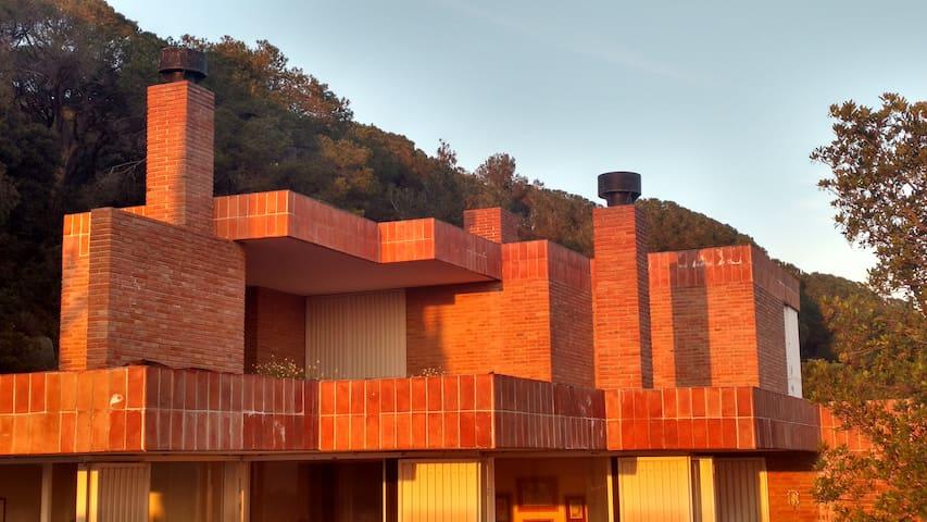 400m2 con piscina. Arquitecto Coderch.  35min BCN - Sant Feliu de Codines - Huis
