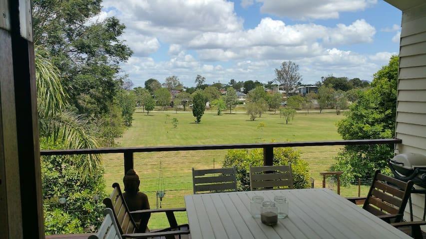 Enjoy the Best of Chelmer with Great Views - Chelmer - Apartemen
