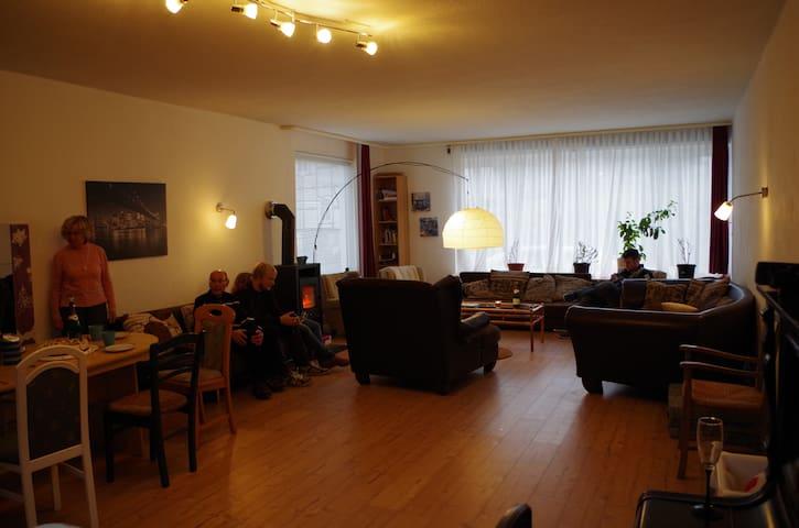 Gruppenhaus mitten in Deutschland! - Wehretal - Talo