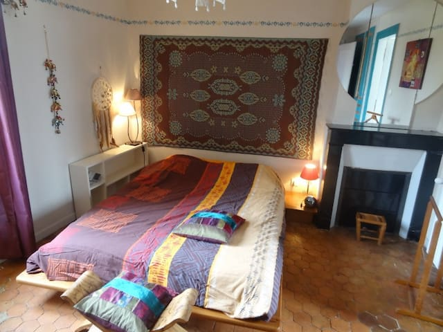 Jolie maison de ville au Neubourg et jardin - Eure - Bed & Breakfast