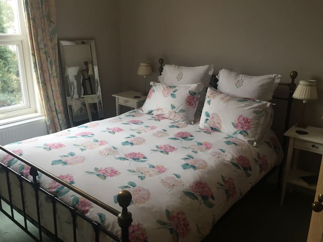Lovely Room in Large Edwardian House - Dover