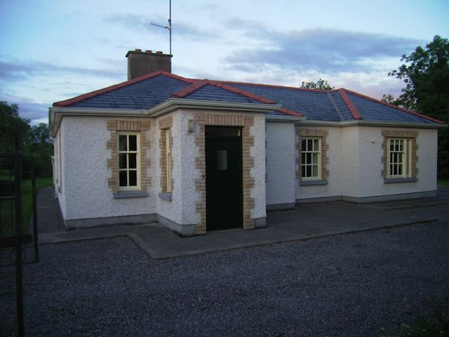 Quiet Comfortable Country Cottage - Edgeworthstown - Huis