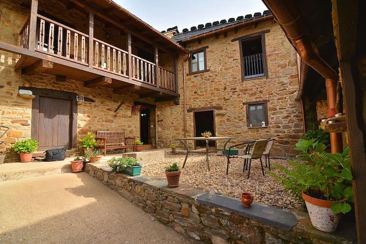 Casa Rural El Nido. El Bierzo (León) *** - Villar de las Traviesas - Hus