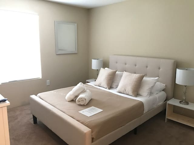 Upgraded Room & Bath Near Universal and Airport - Orlando - Appartement