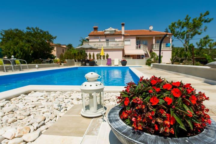 Charming app-terrace & pool (2+2) - Putini - Lägenhet