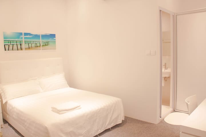 NEW Cosy Private En-Suite Room @Orchard Area/City - Singapore