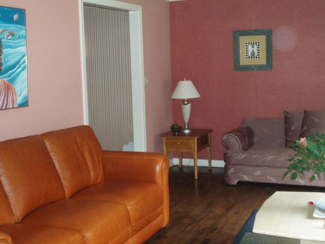 Room in four bedroom house - Bloomfield - Casa