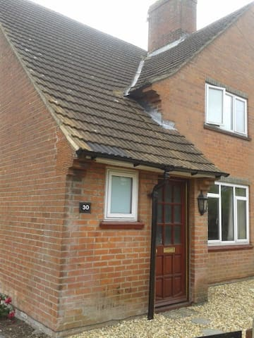 Homely home with fur! - Basingstoke