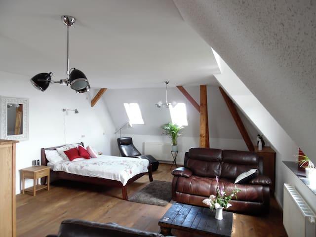 The Old Vicarage Top Floor Apartment - Wermsdorf