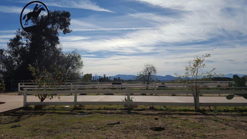 Private room on 3 acres ranch - San Bernardino - Rumah
