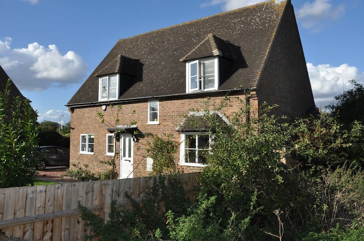 Double Room; Private Lounge; Rural but Convenient - Ringstead - 獨棟