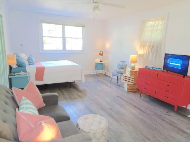 Sweet Beach Retreat. Blocks from everything! - Tybee Island