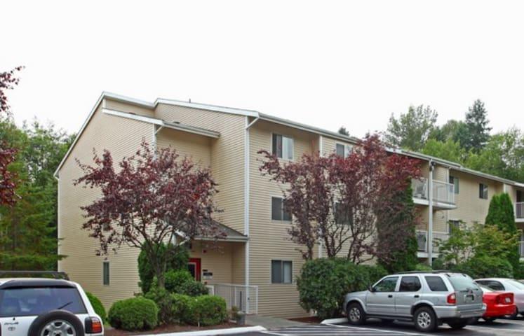 CLEAN, COZY, CONVENIENT apartment room - Lake Forest Park - Departamento
