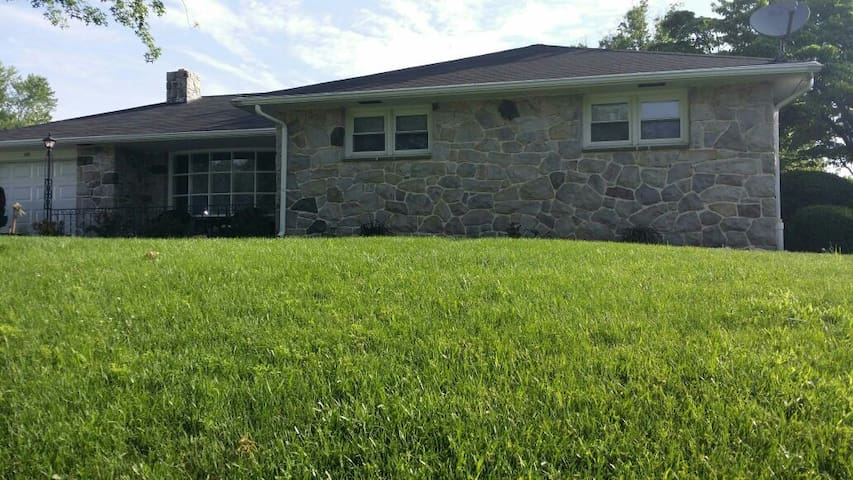 Relaxing rancher CLEAN and QUIET - Pottstown - Maison
