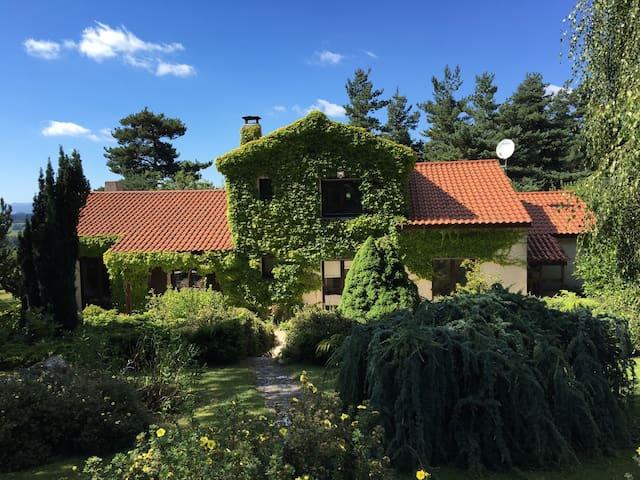 Belle et grande propriété arborée - Saint-Romain-Lachalm - Rumah