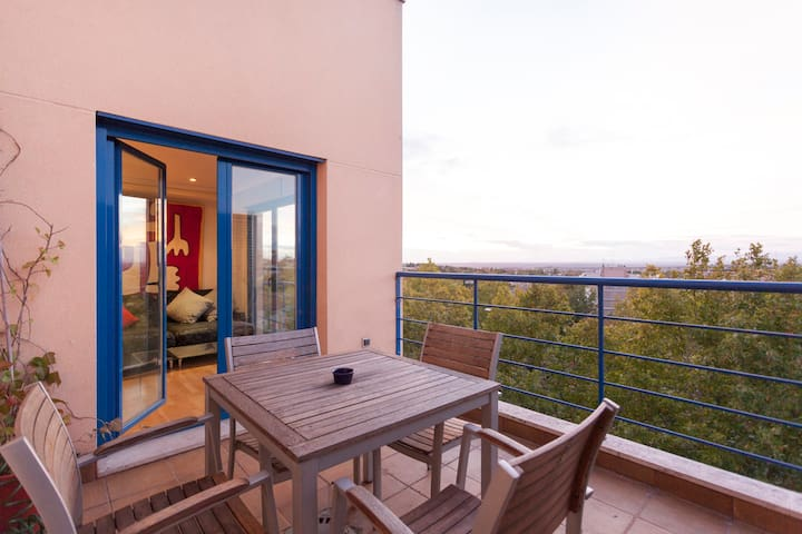 Duplex  w terrific views near Metro - Madrid - Condo