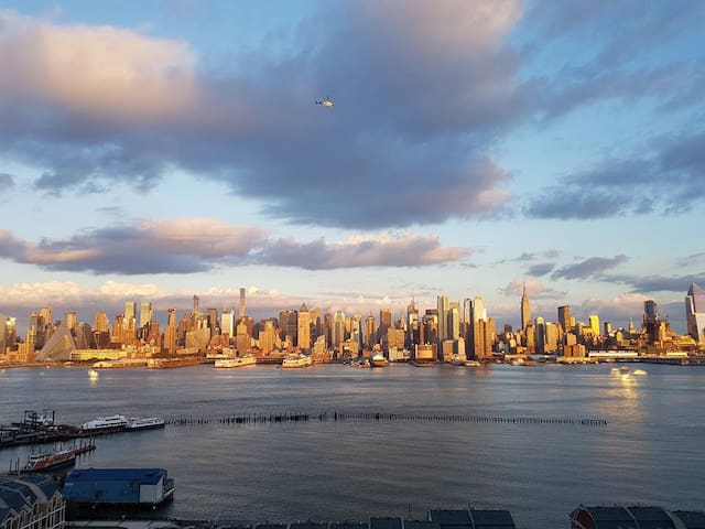 Entire 2Br Apartment 15 mins away from Times Sq - Weehawken - Rumah