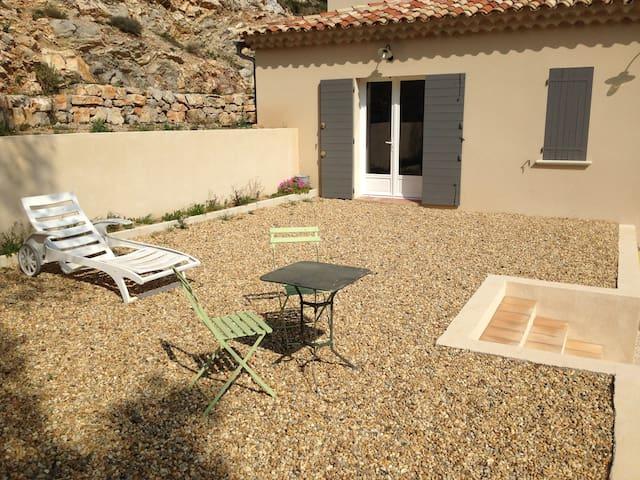 Appartement indépendant dans villa - Saint-Marc-Jaumegarde