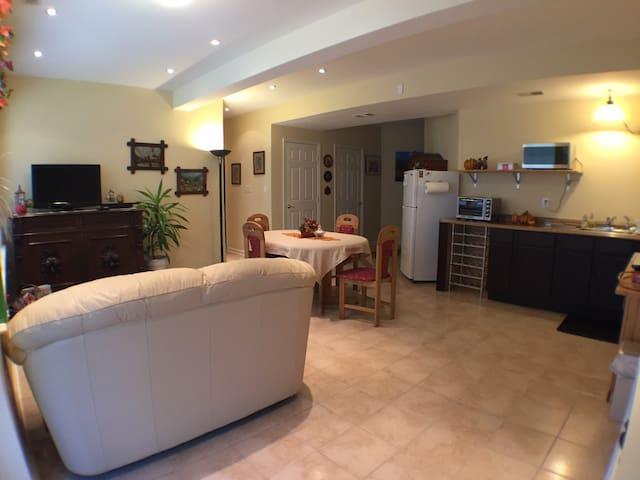 Modern Furnished Apartment 1-2 Bdrm - Woodbridge - Appartement