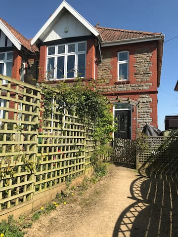 Spacious family home in quiet village near Bristol - Pill - Huis