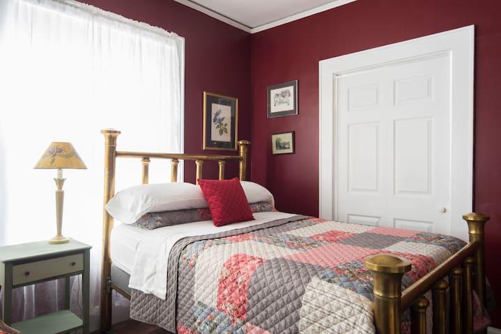 Historic District/1st floor/private bath/standard - Gastonia - Huis