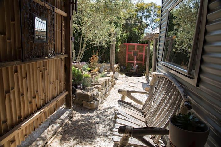 Secret Garden Retreat - South Launceston