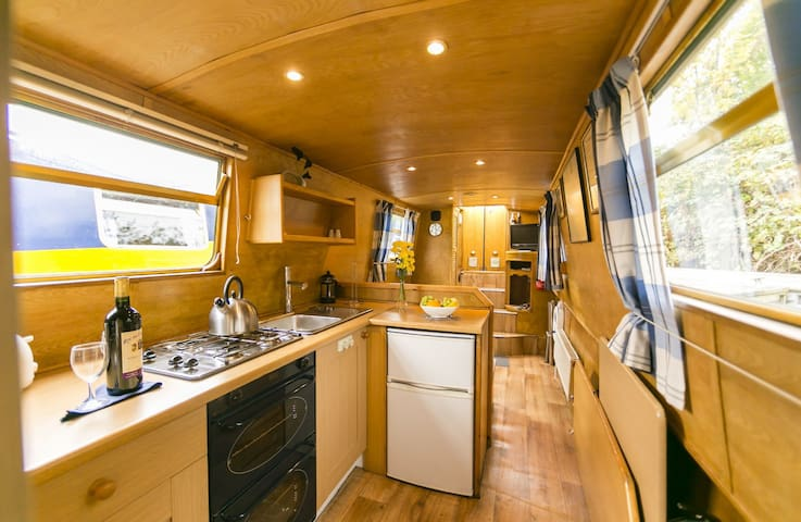 Mississippi - 2 Bedroom Narrow Boat - Chertsey - Vene