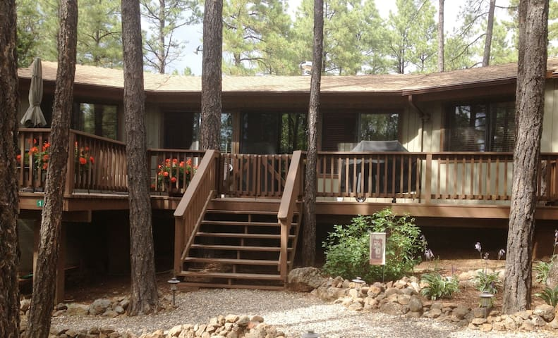 Pinecone Cottage - Reduced Rates in April and May! - Munds Park - Kulübe