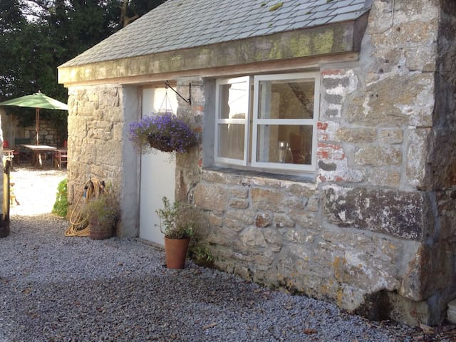 Cosy Smithy in the countryside - Helston