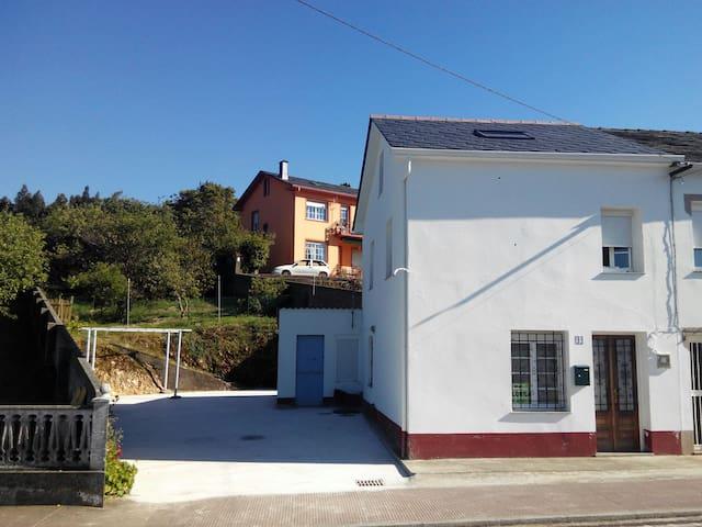 Casa pequeña en Espasante co huerta - Ortigueira, Galicia, ES - Huis