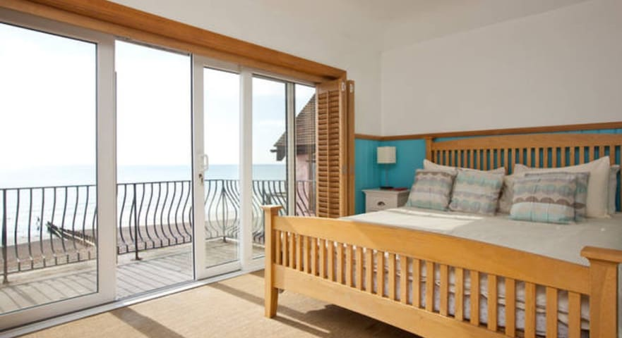 LARGE SEA FACING WITH BALCONY - Lancing - Huis