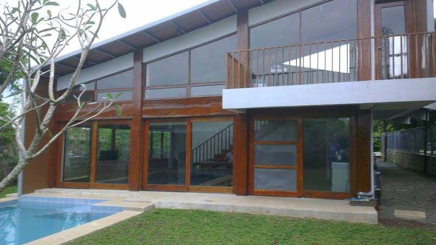 Tagaytay Vacation House with Pool - Alfonso - Huis