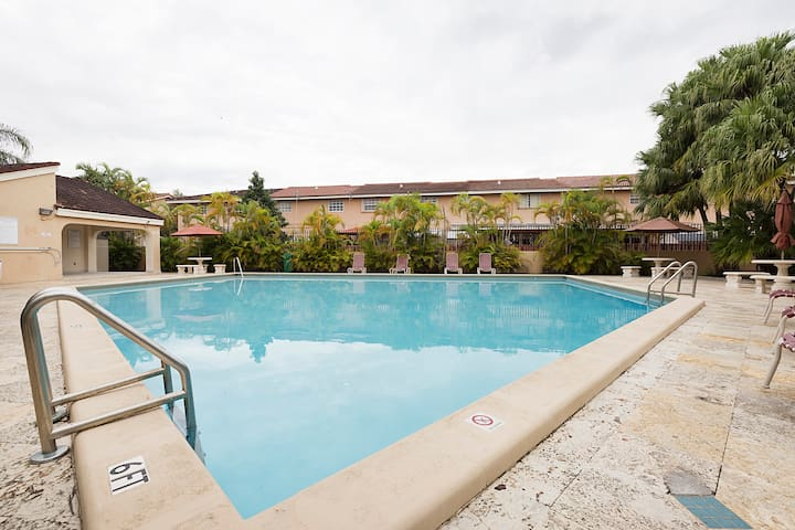 Private Room,Pool,Parking,Bathroom,Wifi - Miami - Maison de ville