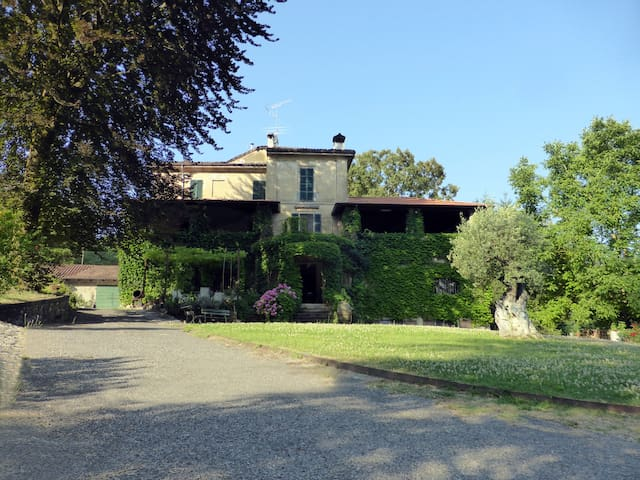 historic villa with 3 bedrooms_ Yellow room - Sariano di Gropparello