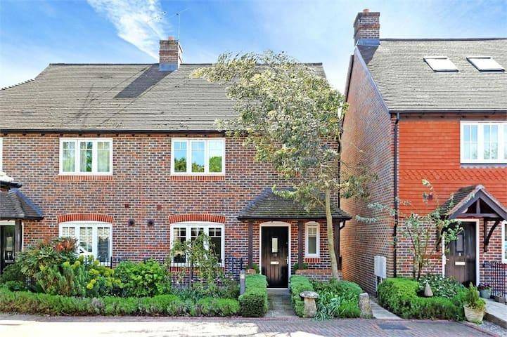 Modern house in Chawton.Ideal for Jane Austen fans - Chawton - Huis