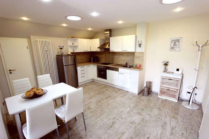 50 m², gemütlich, modern eingerichtete Wohnung - Bad Camberg - Leilighet