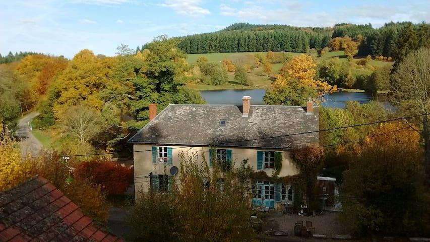A l'etang d'Yonne  - La Chambre Familiale - Morvan - Arleuf - Oda + Kahvaltı
