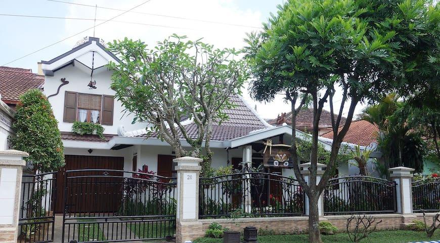 1large bedroom, charm, cozy, Malang - Malang