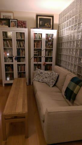 Single room in bright, modern apartment - Stepaside