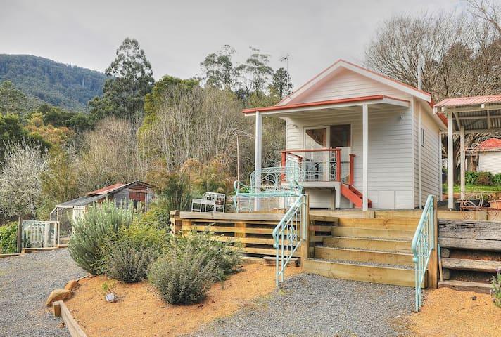 Little House on the Hill - Warburton - Muu
