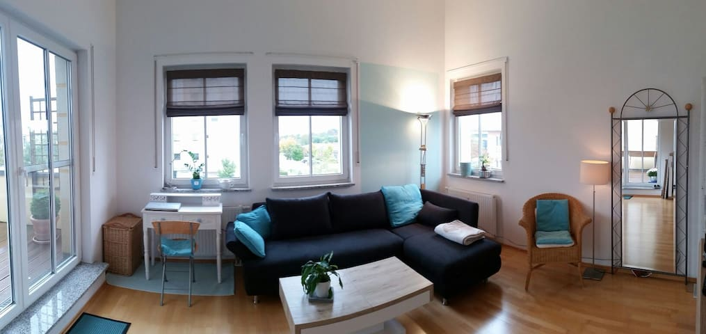 Helle, ruhige 3-Zi-Dachterrassen-Whg nahe München - Poing - Apartamento