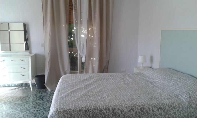 camera spaziosa e luminosa - Terni