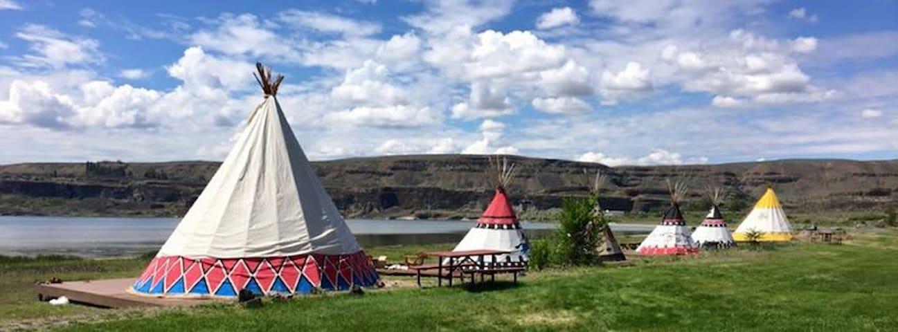 Lakefront Tipis - Soap Lake - Kızılderili Çadırı