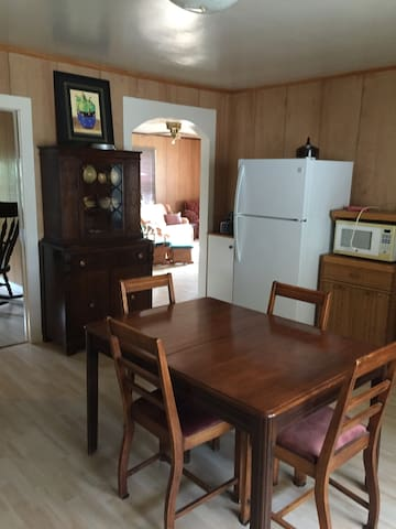 Old Port's Convenient Stay - Port Rowan - Leilighet