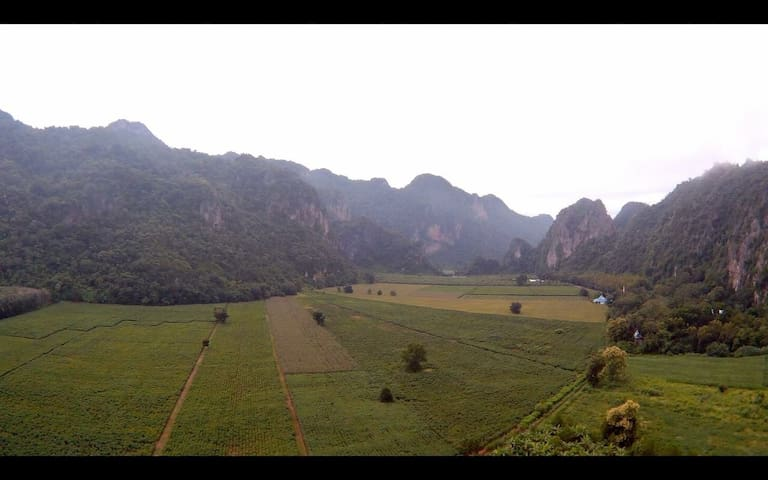 Baan Chai Khao Village *Home Stay* - Lan Sak